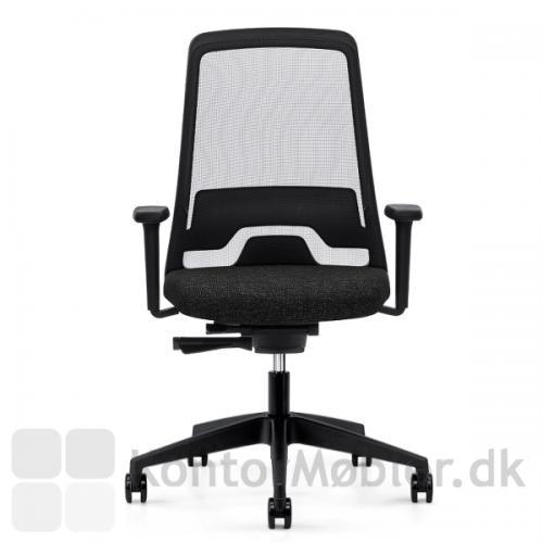 EVERYis1 kontorstol har et let, slankt og frisk design