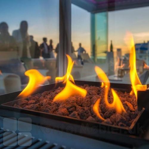Nyd de hyggelige flammer, som Sunwood terrassevarmer Marino giver