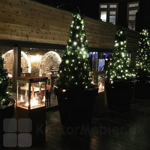 Sunwood Marino terrassevarmer kombineret med julebelysning giver en hyggelig stemning