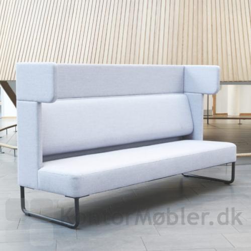 Four Us sofa kan nu også fåes til 3 personer. Længden på sofaen er 225 cm. Kontakt os for yderligere information om Four Us Corner sofa