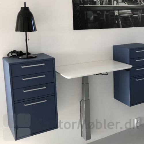 Vægmonteret Delta hæve/ sænkebord kan kombineres med Delta reoler