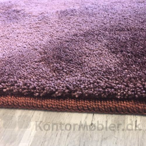 Epoca Moss gulvtæppekant har matchende farve som tæppet