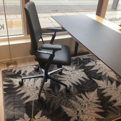 RAW gulvtæppe i mønsteret botanic grey