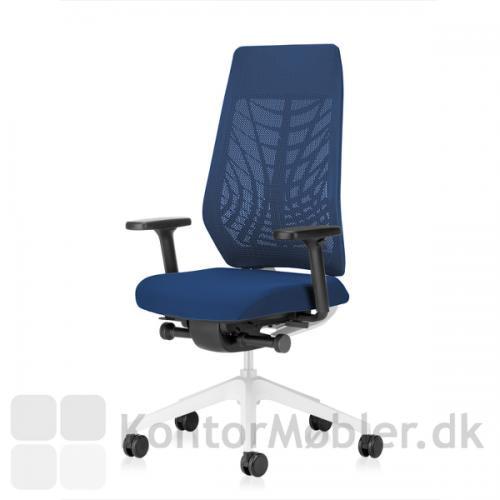 Joyce kontorstol med ryg og stel i hvid. Armlæn er altid sorte