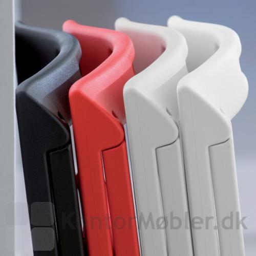 Vælg Enjoy stolen i sort, rød eller hvid