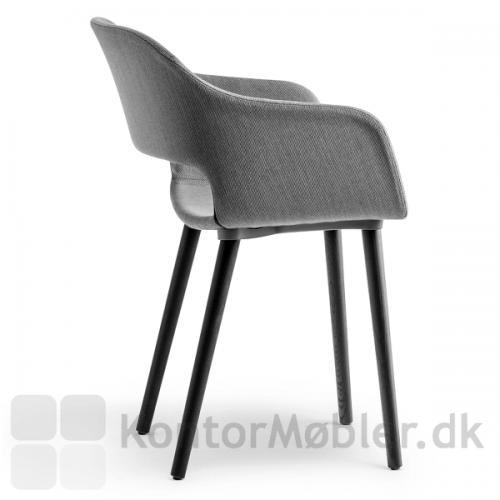 Babila soft armstol kan vælges med flere forskellige stoftyper. Kontakt os for yderligere information og priser