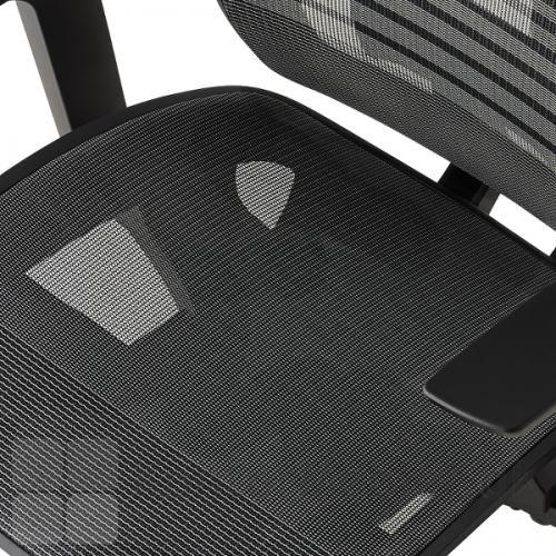 Air One kontorstol har både ryg og sæde polstret med net