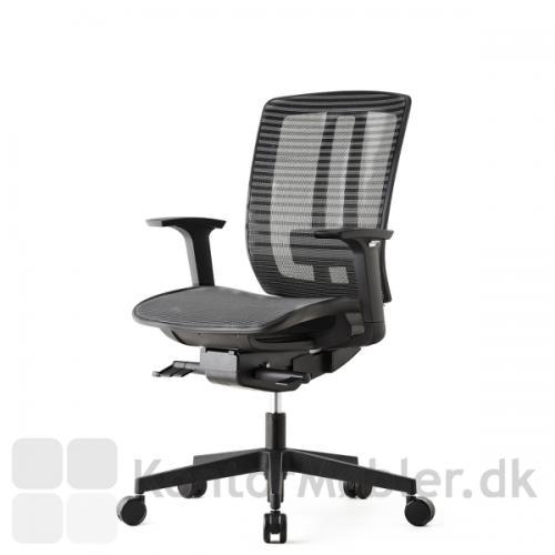 Air One kontorstol kan vælges med armlæn, som kan højde justeres