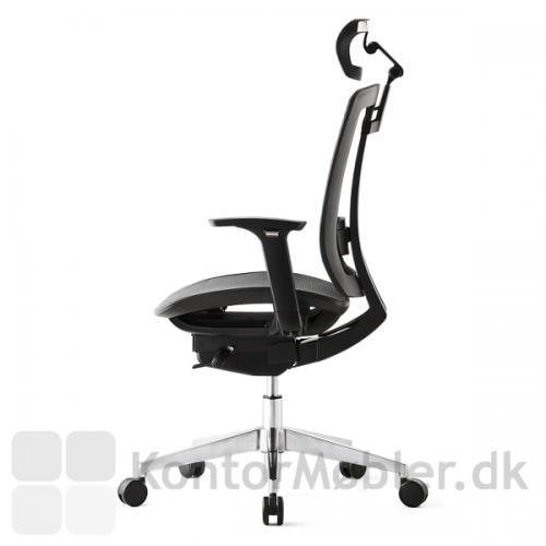 Air One kontorstol kan vælges med poleret fodkryds