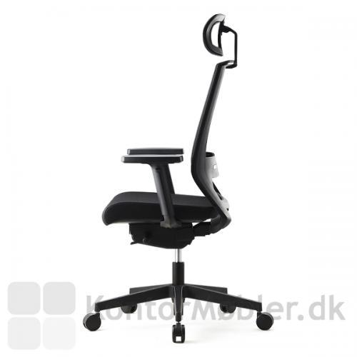 Logica kontorstol har et flot design, her vist med nakkestøtte