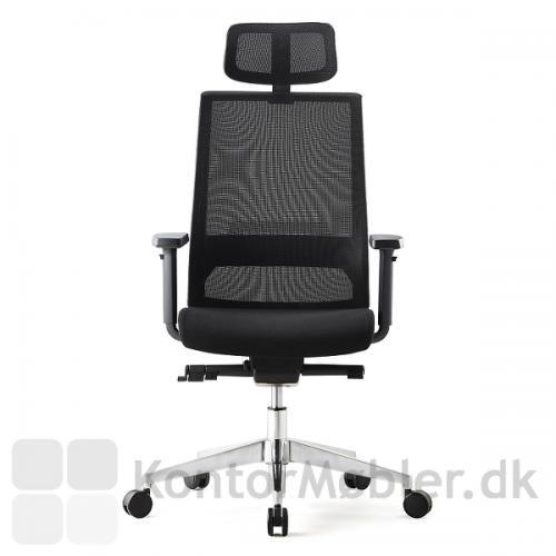 Nakkestøtten på Logica kontorstol kan reguleres i højden og vinkles