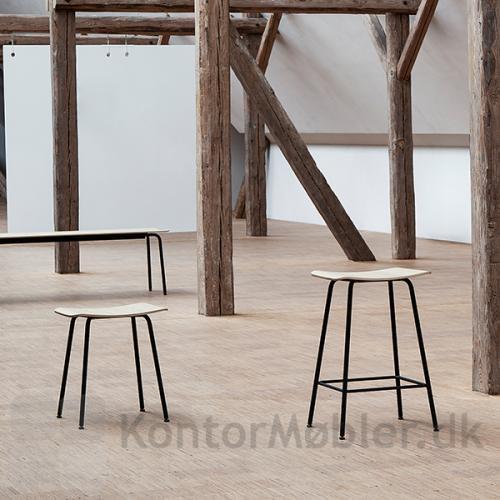 Four Seating serien består af skamler i 3 højder og bænke i 3 længder