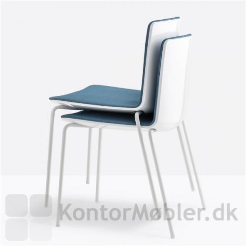 Noa mødestol kan stables med 4 stk