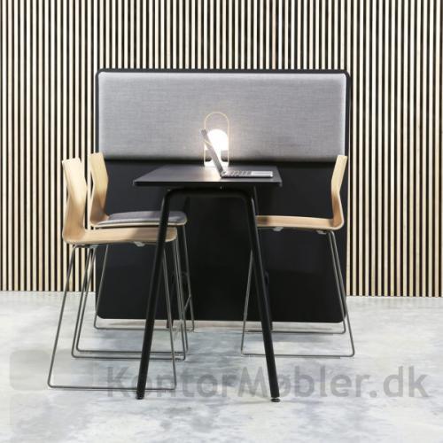 Four Sure barstol højde 105 kombineret med RinR rumdeler