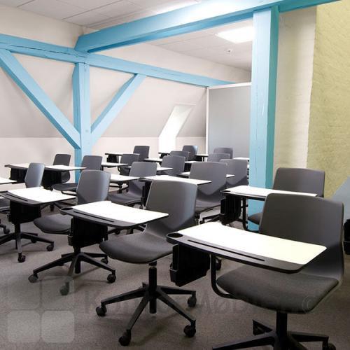 Four Sure 66 stol med innotab, giver mulighed for undervisning eller konference selv i mindre lokaler