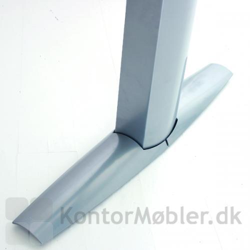 Conset 501-23 stel har en elegant afrundet fod, længden er 78 cm