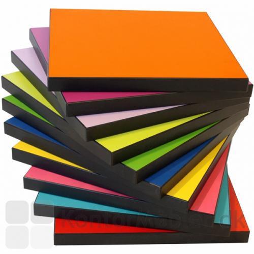 Square taburet kan vælges med en af de flotte laminat farver