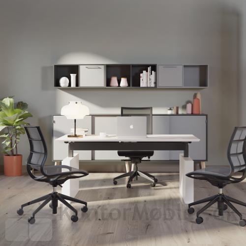 Gamma by Dencon hæve sænke bord, valgt med hvid bordplade 22mm. Kontakt os for yderligere information