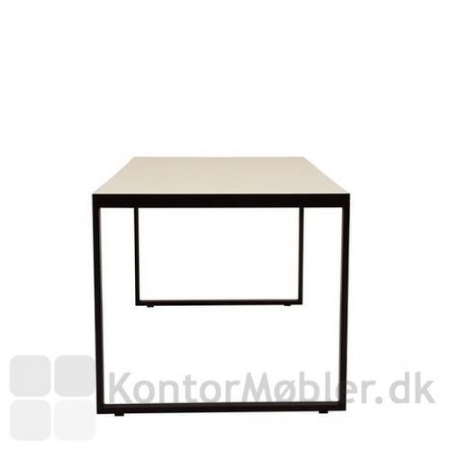 O-bord rammebord kan vælges med ben i farverne sort, hvid eller alu