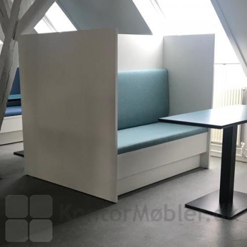 Kupé sofa egner sig til fordybelse