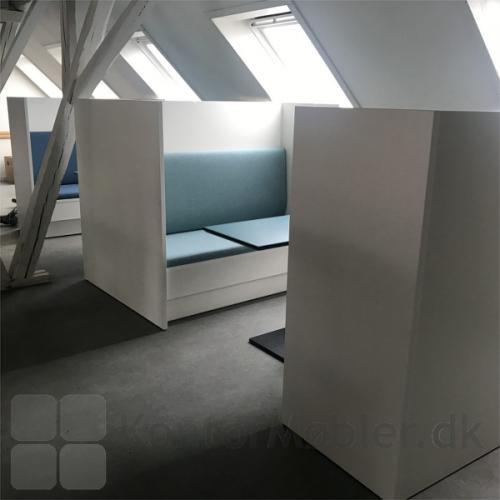 Kupé sofaen hjælper til en bedre akustik i lokalet