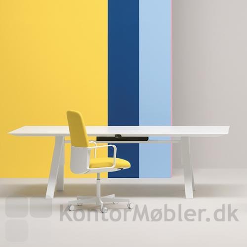 ARKI hæve sænke mødebord har et elegant design