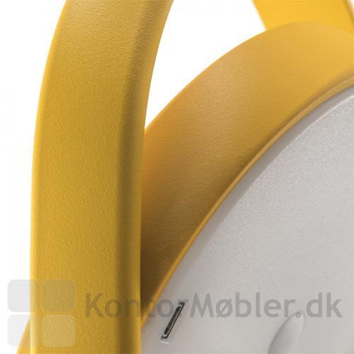 Giravolta lampe har et moderne design med USB oplader