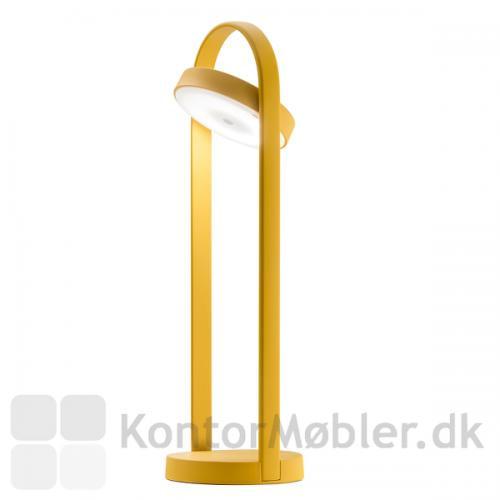 Giravolta lampe højde 50 cm, har samme bredde som den lavere bordlampe