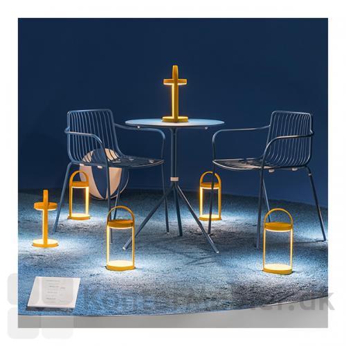Giravolta bordlampe er velegnet til cafémiljø