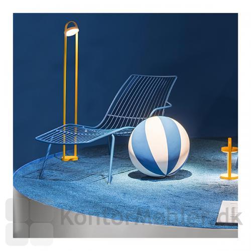 Giravolta gulvlampe er velegnet som belysning til udstillingsmøbler