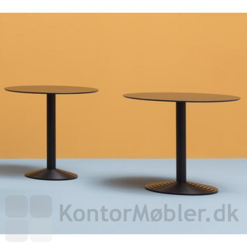 Step caféborde med runde bordplade