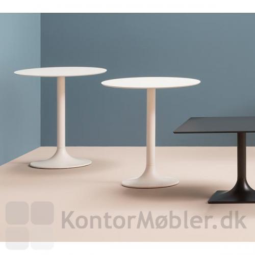 Dream cafébord kan fås med kvadratisk eller rund bordplade