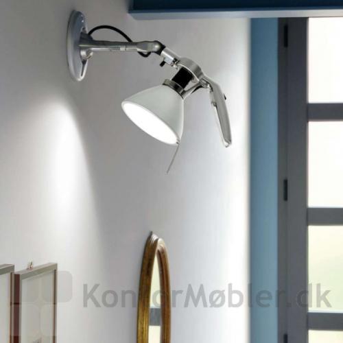 Fortebraccio væglampe giver god belysning i entréen