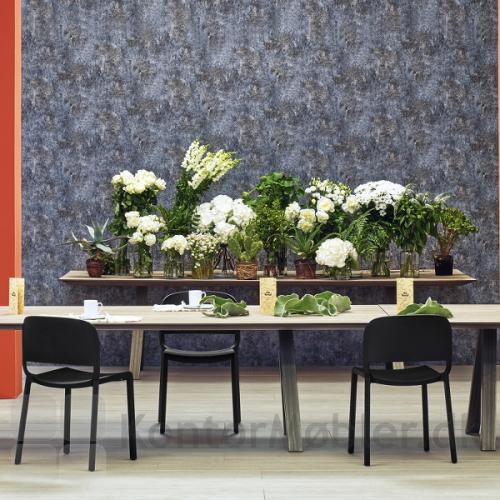 Dome stol ses her i sort men fås også i andre farver