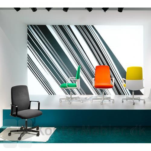 Temps kontorstol i sort eller vælg en kontorstol med farvet polstring