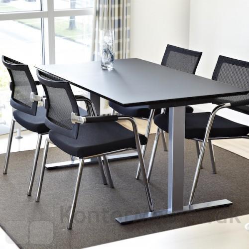 Skin mødestole er velegnet til mødelokalet