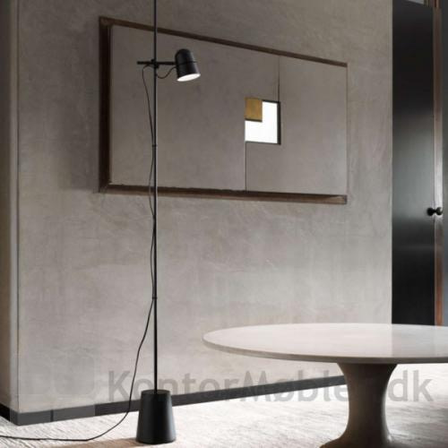 Counterbalance gulvlampe er i stilrent design fra Luceplan
