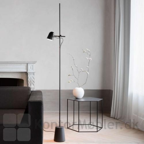Counterbalance gulvlampe kan anvendes til loungeområder eller hjemme i stuen
