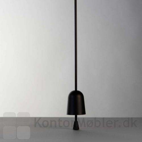 Sluk Ascent bordlampe ved at køre lampehovedet helt ned