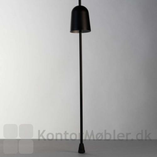Ascent bordlampe med monterinspind i højde 64 cm
