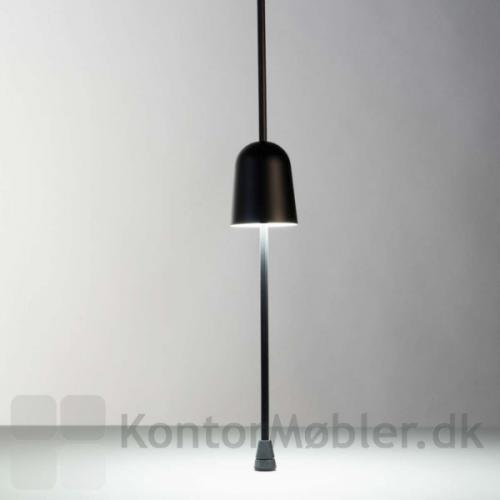 Ascent bordlampe med lampeskærm i midten af stangen