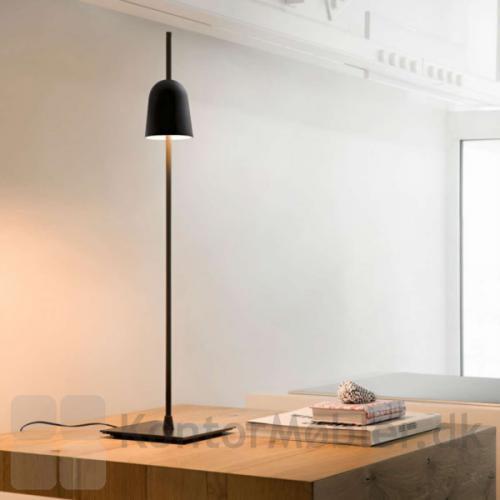 Ascent bordlampe i sort har et elegant design