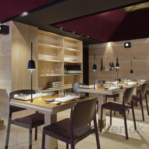 Ascent bordlampe med monteringspind er velegnet til café og restaurant