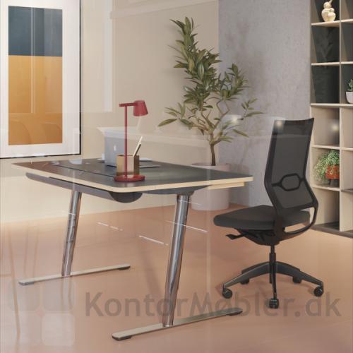 V7 hæve sænke bord er et moderne skrivebord til det dynamiske kontor