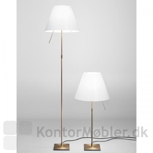 Costanza gulvlampe ses her sammen Costanza bordlampe