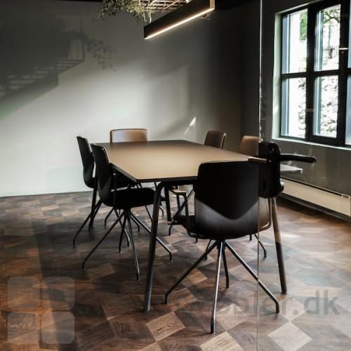 Mødelokale med Four Sure 11 mødestol