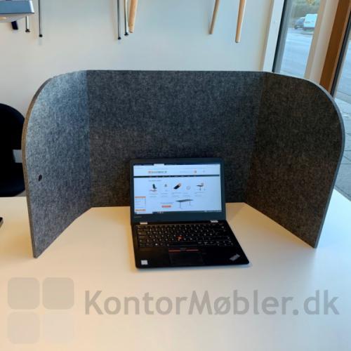 Sofia bordskærm giver dig ro til at fordybe i dine arbejdsopgaver