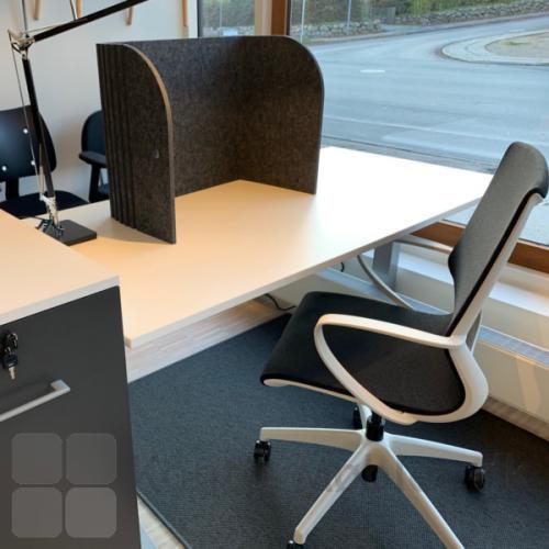 Sofia borskærm ses her sammen med Vision kontorstol