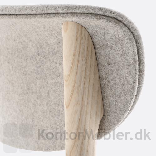 Tivoli mødestol i lys ask med polstret ryg