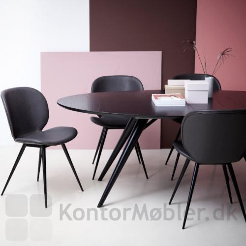 Cloud mødestol med Vintage grå kunstlæder her sat sammen med et spise/mødebord